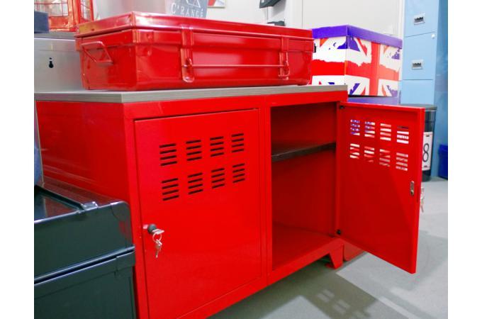 armoire rouge en m tal laela meuble de rangement pas cher. Black Bedroom Furniture Sets. Home Design Ideas