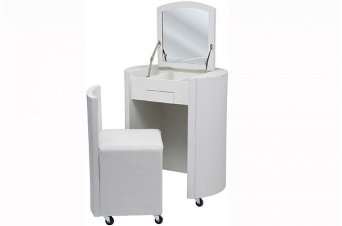Coiffeuse design en simili cuir blanc for Meuble coiffeuse blanc
