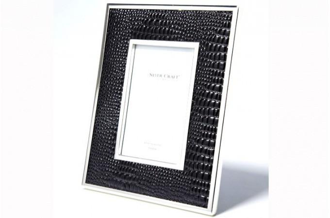cadre photo en simili cuir aspect croco noir id e d co en croco. Black Bedroom Furniture Sets. Home Design Ideas