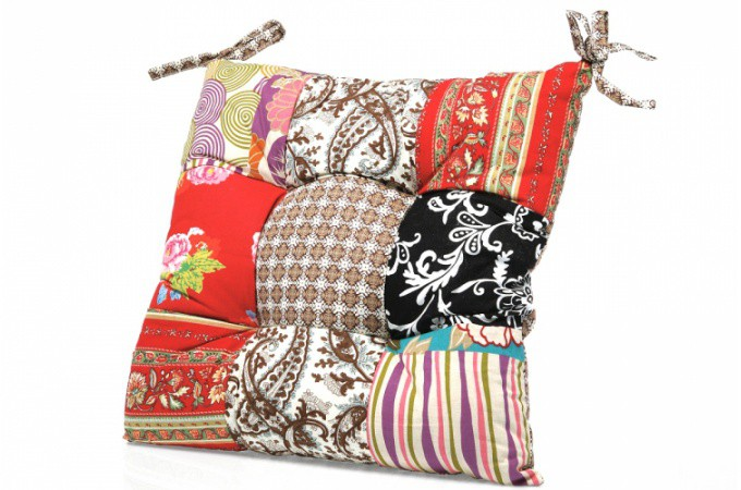 coussin de chaise kare design patchwork fleuri 40x40 cm declikdeco. Black Bedroom Furniture Sets. Home Design Ideas