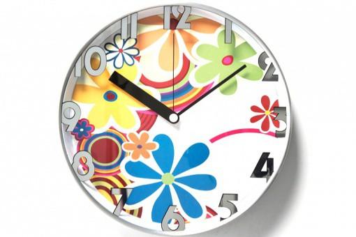 Horloge hippie blanche horloges design pas cher declik deco for Horloge blanche design