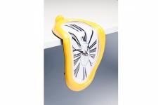 Horloge Design Horloge Murale Kare Design Déformée Sur Table Jaune, deco design