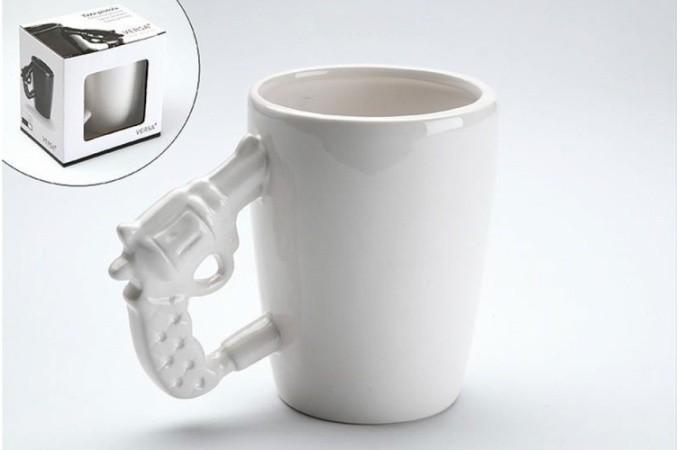 mug blanc pistolet guny accessoire mug pas cher declik deco. Black Bedroom Furniture Sets. Home Design Ideas