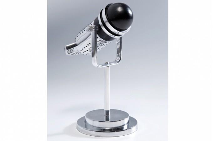 Statue micro argent en aluminium voice statues d co pas for Objet deco argente