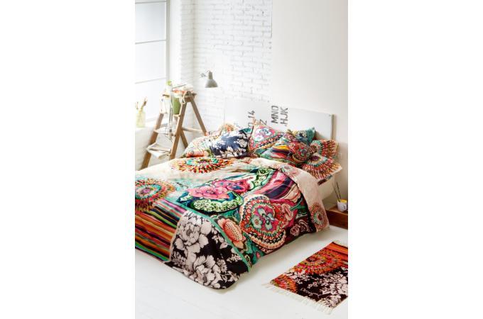 parure housse de couette 220x220 cm et deux taies d 39 oreillers black white desigual housse de. Black Bedroom Furniture Sets. Home Design Ideas
