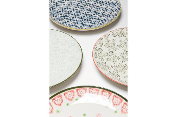 assiette kare design en porcelaine bords jaunes impressions g om triques bleues d25 ferandine. Black Bedroom Furniture Sets. Home Design Ideas