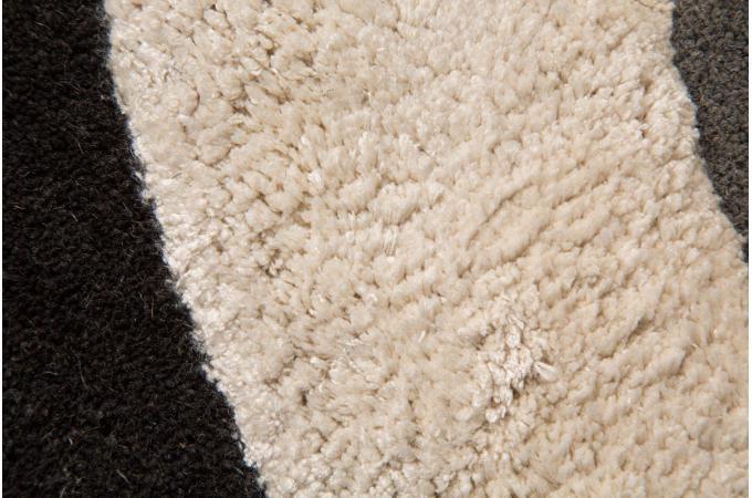 tapis 80 laine 20 viscose sarah 120x180 noir et argent tapis design pas cher. Black Bedroom Furniture Sets. Home Design Ideas