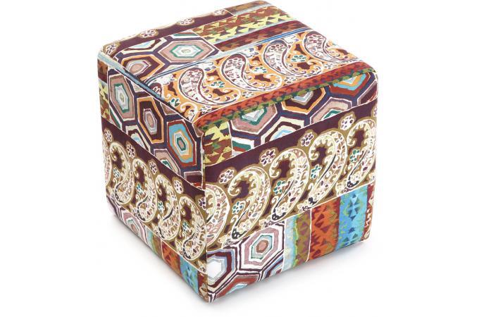 promo tabouret cube patchwork meubles en ligne. Black Bedroom Furniture Sets. Home Design Ideas